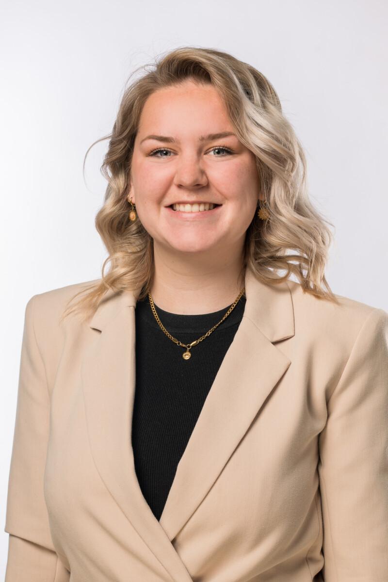 Portretfoto van onze medewerker Tessa van Hooijdonk